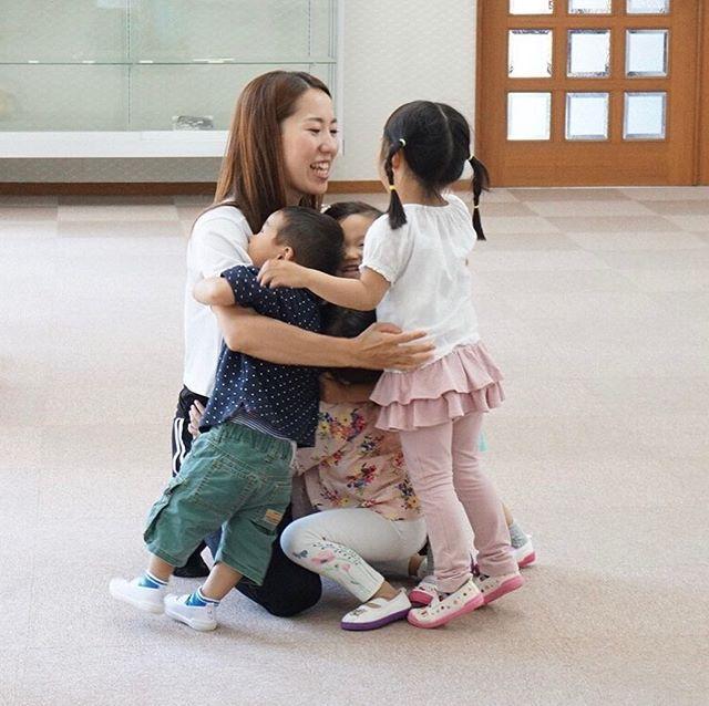 【スタッフ募集】♡チアダンスをはじめてみたい小さな子供達に、チアの楽しさを伝えるお仕事をしてみませんか?♡CHEER FAMILY柏原HAPPY SMILESでは、チアダンスインストラクターに興味のある人を募集しています!♡チアが好き、子供が好き。♡週1回、1時間〜♡指導がはじめての方も歓迎♡チアを通して子供達が将来幸せに生きていく力を育てていきたい。そんな想いに共感してくださる方、連絡をお待ちしております(^^)♡一緒に輝く子供達の笑顔を育てていきませんか♡#柏原市#お仕事募集中#子供相手の仕事#子供#チア#ダンス#週1回